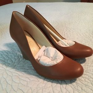 NIB Jessica Simpson Almond Cash Wedge Pump